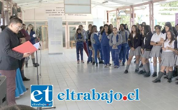 Las alumnas del Liceo Corina Urbina realizaron un acto cultural para conmemorar el Día de la Mujer.