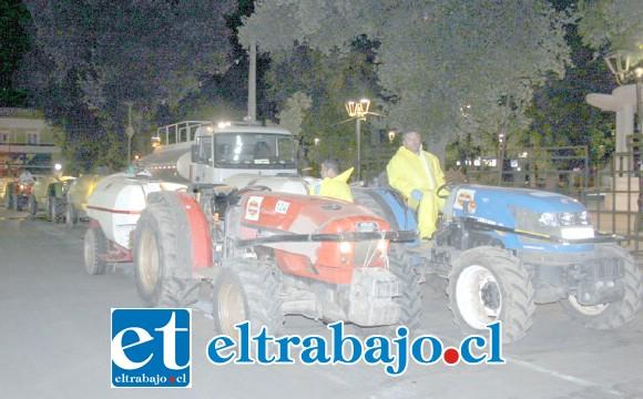FLOTA DEL CLORO.- Fueron 20 tractores convertidos en atomizadores de cloro a nivel urbano.