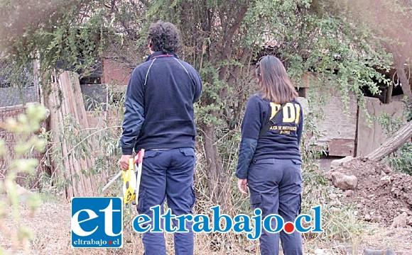 Oficiales de la BIRO de la PDI Los Andes, inspeccionan el sector donde ocurrió el atraco. (Foto referencial).