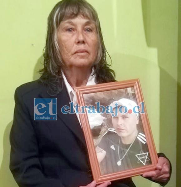 El caso de la señora Fresia Soto ha impactado a la comunidad, luego que su hijo fuera asesinado a sangre fría en la vía pública.