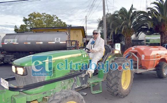 Por sexta semana consecutiva tractoristas sanitizaron barrios rurales y urbanos de Santa María.