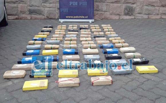 Un total de 18 Kilos 700 gramos de clorhidrato de cocaína y 60 Kilos 370 gramos de pasta base de cocaína fueron incautados por personal de la PDI.