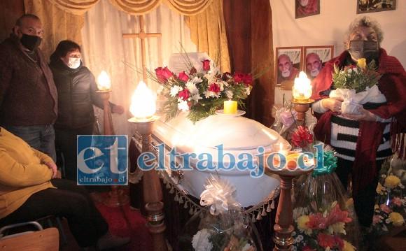 SU VELATORIO.- Falleció este jueves al mediodía, su velatorio se realizó en Población Aguas Claras y sus restos mortales desde el sábado descansan en el Cementerio Municipal de San Felipe.