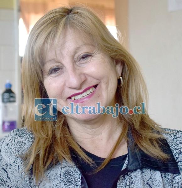 AL MAL TIEMPO.- Janet Amigo Isla, hermana de Manuel, prefirió sonreír, agradecida por el cariño de la gente hacia su hermano.