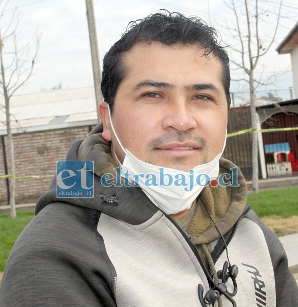 Héctor Hormazábal Villarroel, vecino de El Señorial que instaló varios Verduleros Solidarios en su población.
