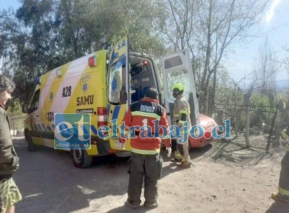 Personal del SAMU, Bomberos en lugar del hecho, intentando salvar la vida de la víctima. (Emergencia Santa María).