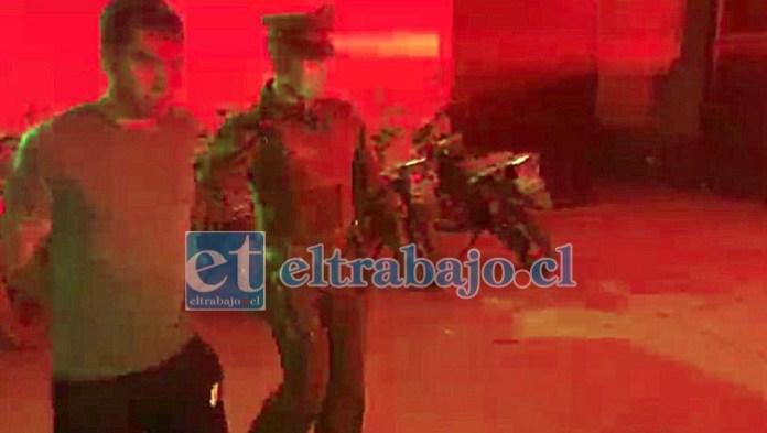 Francisco Chandía detenido por Carabineros, acusado del delito de parricidio frustrado.
