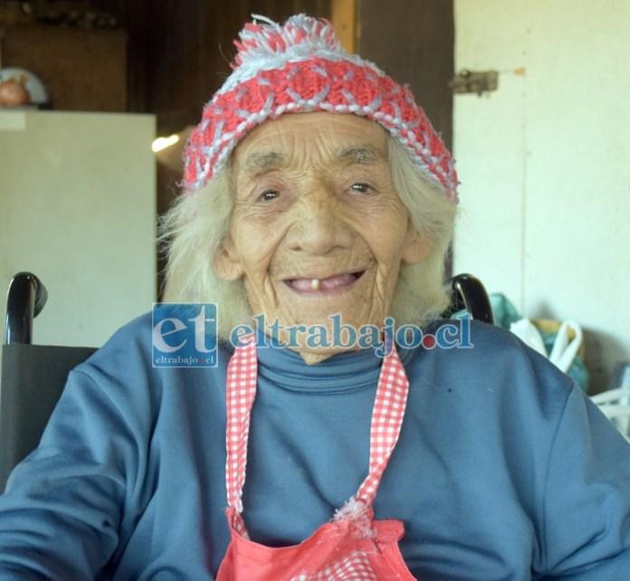 Natividad Rojas Covarrubias, 88 años de edad, ella enfrenta todos los días la vida con optimismo.