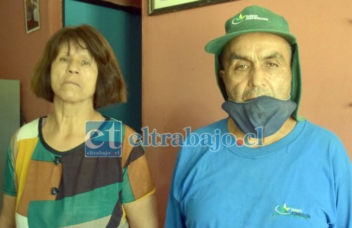 ESTÁN DESESPERADOS.- Ellos son Patricia y Eduardo Baamondes, hermanos que deben atender a una de sus hermanas con serios problemas mentales. Para contactarlos: 996946331.