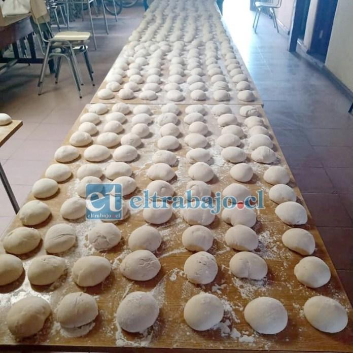 Hasta 1.500 panes por semana han llegado a preparar estos vecinos con su original proyecto.