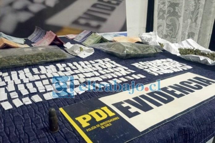 Lo incautado corresponde a 87,15 gramos de cannabis sativa a granel; 50,49 gramos de cocaína base, dosificada en 180 envoltorios; $1.151.450 en efectivo, en billetes de baja denominación; una munición de revólver calibre 38, siendo evaluado todo lo decomisado en $486.240.