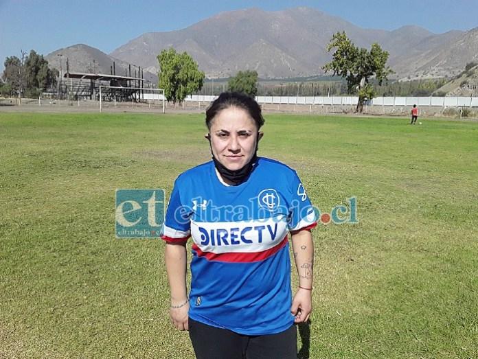 Camila Godoy, deportista que va todos los días a practicar fútbol en las mañanas.
