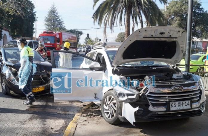 DOS LESIONADOS.- Este colectivo y la SUV blanca fueron los principales protagonistas de la triple colisión registrada la mañana de este jueves en la esquina de Yungay con Chacabuco.