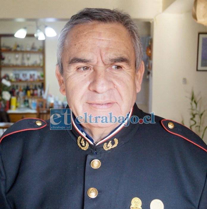 Luis Gabriel Jara Inostroza, incorporado el 18 de diciembre de 1980, tiene 64 años de edad y 40 de ser bombero.