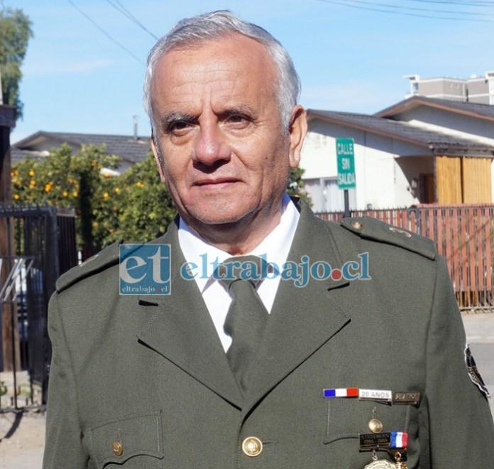 Waldo Araya Arévalo, de 68 años de edad, recibió su medalla a los 25 años de servicio voluntario como bombero.