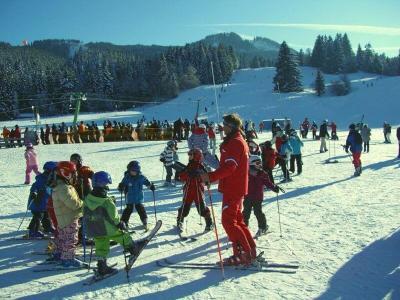 Esquiar con niños clases con monitores