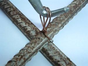 Binder szemes kötődrót és Drillen dróttekerő szerszám betonvassal - kötés készítése