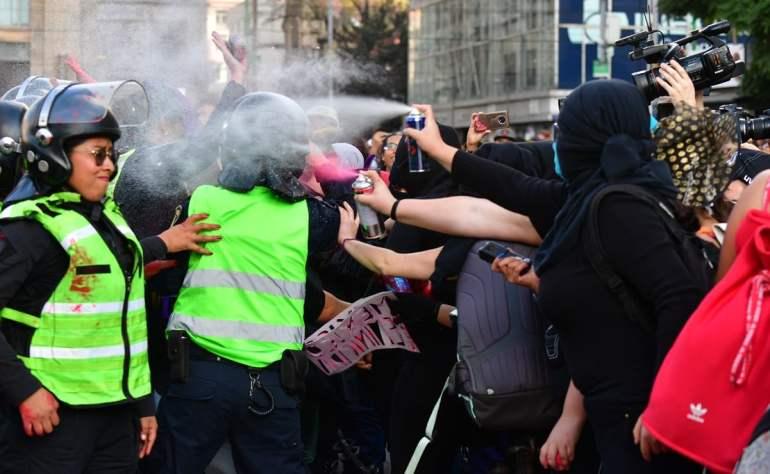 Reportan a 3 policías lesionadas tras manifestación feminista en CDMX