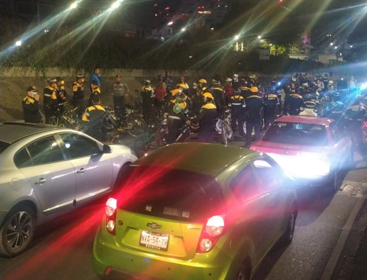 Suspenden a 11 policías tras enfrentamiento con ciclistas en Periférico