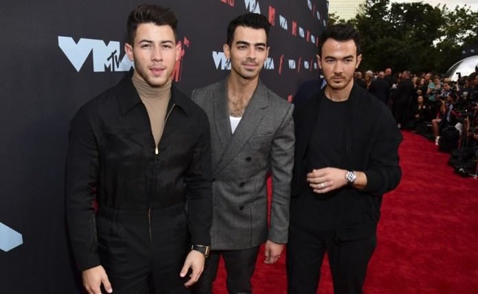 Nick Jonas becomes a meme because of Priyanka Chopra