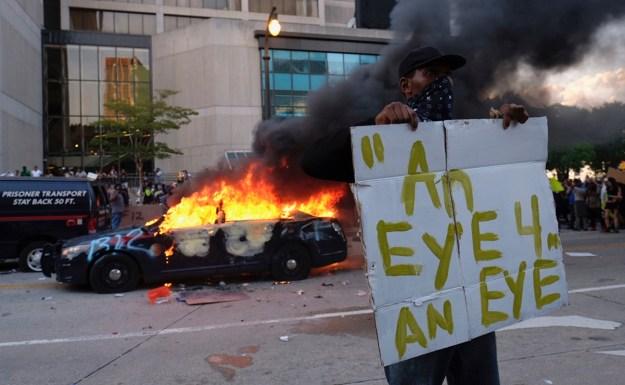 Manifestantes incendian central de policía de Minneapolis tras ...