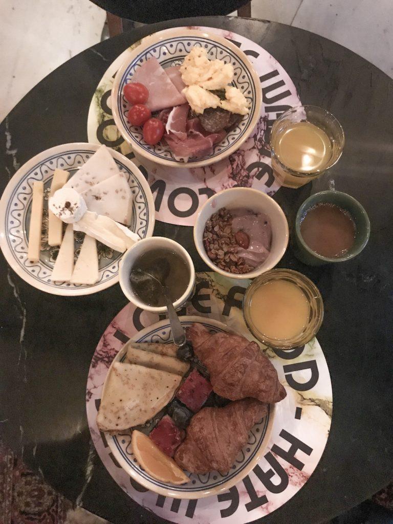 Desayuno en Manon les Suites