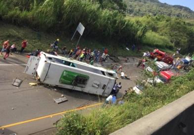 Accidente de tránsito en el Valle del Cauca deja al menos 20 heridos y 13 muertos