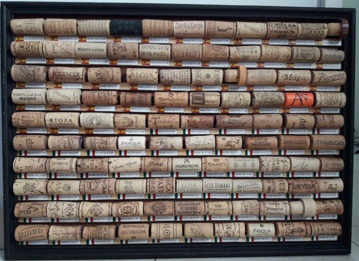 7º cuadro exhibición de piezas españolas e italianas de Jose Luis De Palma, el coleccionista de corchos,