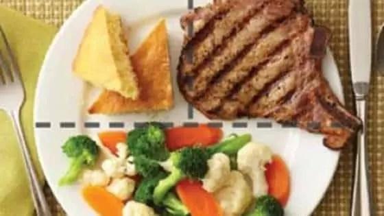 Frango assado, carne de porco ou peixe rico em Omega 3 e ácidos graxos essenciais, como o salmão atum ou sardinha.