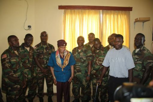 Résultats de recherche d'images pour « Ellen Johnson Sirleaf Assures Army of Government Support »