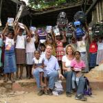 Dagmar Wöhrl Mahamaya-Grundschule Hikkaduwa Sri Lanka Rucksaecke und Hefte fuer die Kinder