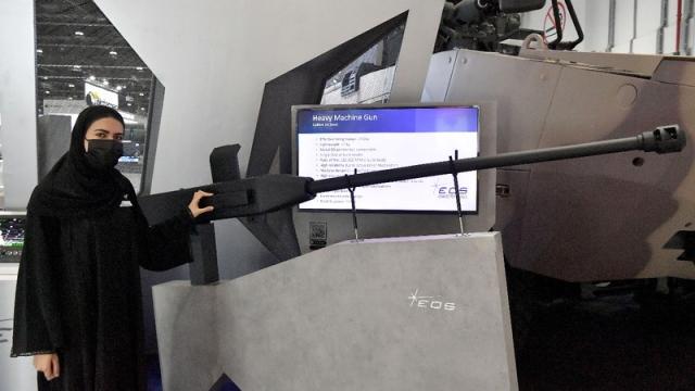 إماراتيات بالصفوف الأمامية للشركات العسكرية في «آيدكس»
