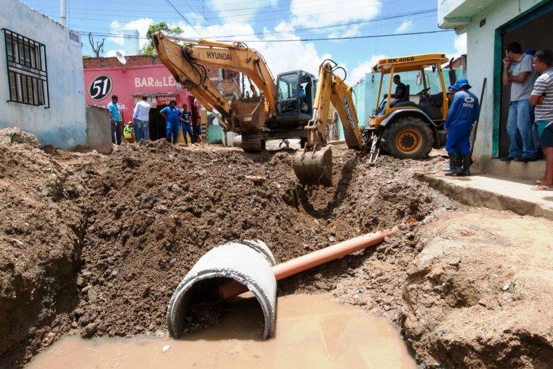 Prefeitura e Emasa recuperam sistema de drenagem pluvial no Fonseca - Foto Pedro Augusto