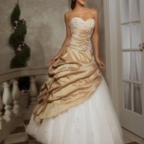 Elegant Gold And White Wedding Dress With Sweetheart Design And
