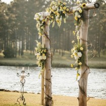 30 Romantic Alternative Wedding Backdrops