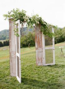 35 Rustic Old Door Wedding Decor Ideas For Outdoor Country