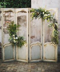 35 Rustic Old Door Wedding Decor Ideas For Outdoor Country