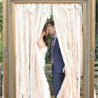 35 Vintage Frames Wedding Decor Ideas