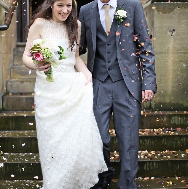 Bride Knits Her Own Dress And Hunts Out Crockery From Charity