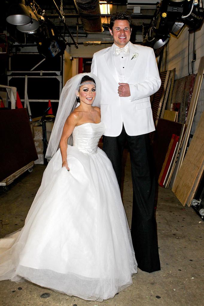 wedding_dress_halloween_costume_0.jpg?sslu003d1  sc 1 st  Emasscraft.org & Wedding Dress Halloween Costume