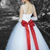 Christmas Wedding Dresses [slideshow]