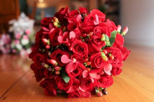 Red Wedding Flower Ideas On Wedding Flowers With Table Decoration