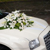 Wedding Car With Flowers On The Bonnet — Stock Photo © Vimax001
