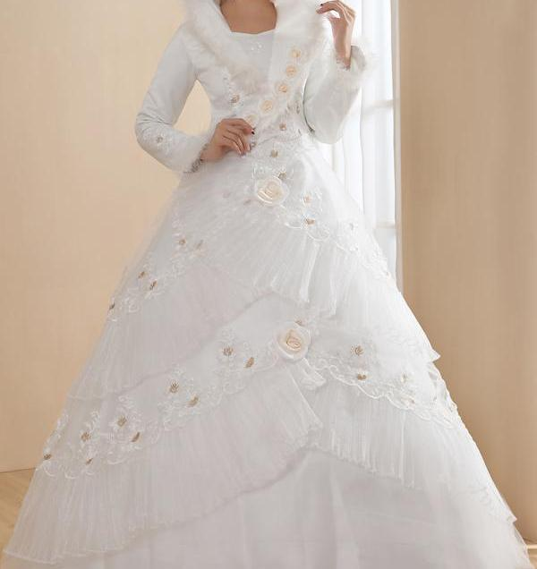 Winter Wedding Dresses And Cloaks In 10 Elegant Styles