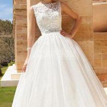 Bateau Neckline Wedding Dresses For The Chic Bride