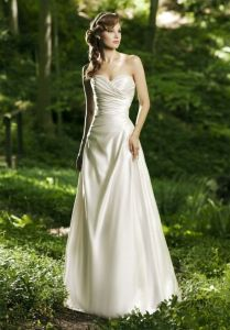How To Choose The Fabric Of A Wedding Dress