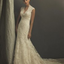 Ivory Lace Sheath Wedding Dress