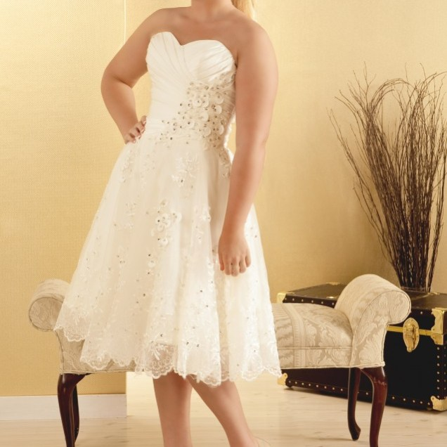 Plus Size Brides I Live The Flow And The Flattering Structure