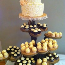 I Love This Tree Stump Cupcake Stand! So Rustic And Pretty