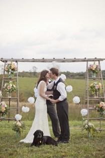 30 Romantic Alternative Wedding Backdrops